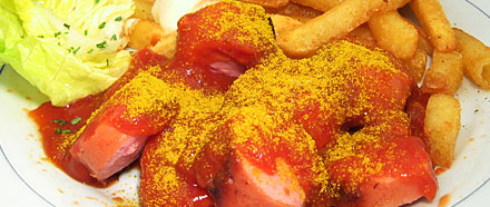 "Currywurst (creative commons license by Seph Swain, ""Currywurst mit Bommes"")"